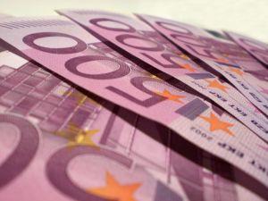 Velkaneuvonnassa pitkä jono 500euroa 6